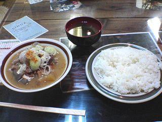 牛スジとモツの煮込み豆腐